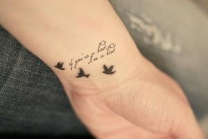 Tatuagens-femininas-nos-pulsos-15